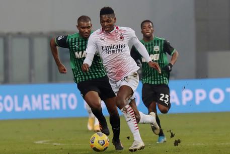 Milan pokonuje Sassuolo. Leao przeszedł do historii.